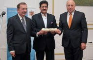 Sandeep Marwah Honored at Film Festival in Hungary
