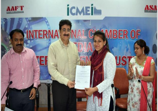 Certificate Distribution Function For Students From Mewar University