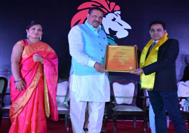 Sandeep Marwah Honored for Skill Development in India for 23 Years
