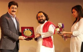 Sandeep Marwah Honored for Promotions of Yoga