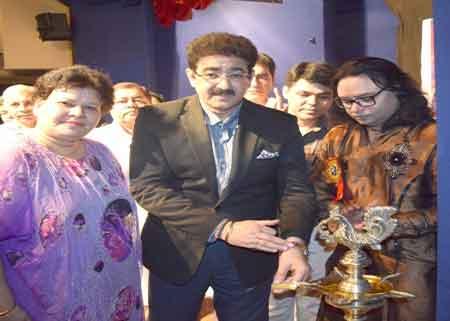 Sandeep Marwah Invited Artist to School of Performing Arts