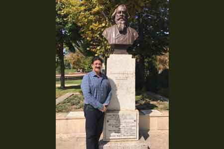 Sandeep Marwah Paid Respect to Rabindranath Tagore in Hungary