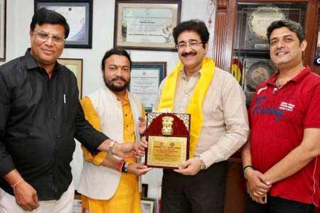 Sandeep Marwah Honored With Sampoorn Siksha Samman