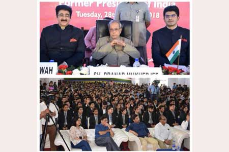 Sandeep Marwah Welcomed Pranab Mukherjee at Asian Education Group