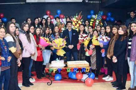 Sandeep Marwah Wishes Asian Education Group A Happy New Year