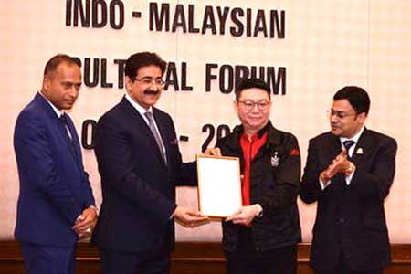 Entertainment Icon Award For Sandeep Marwah at Malaysia