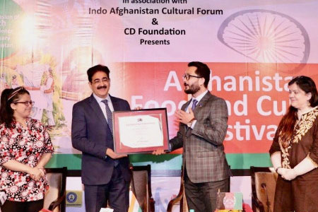 Sandeep Marwah Presented With Chair For Afghanistan Forum