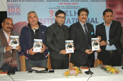 Book of Sanjay Sinha 'Rishtey' Released by Sandeep Marwah