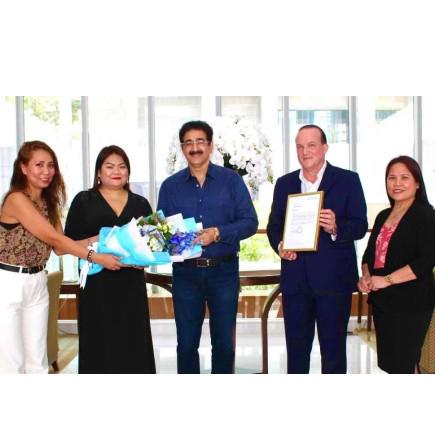 Sandeep Marwah Presented with Ambassador of Abraham Business Circle